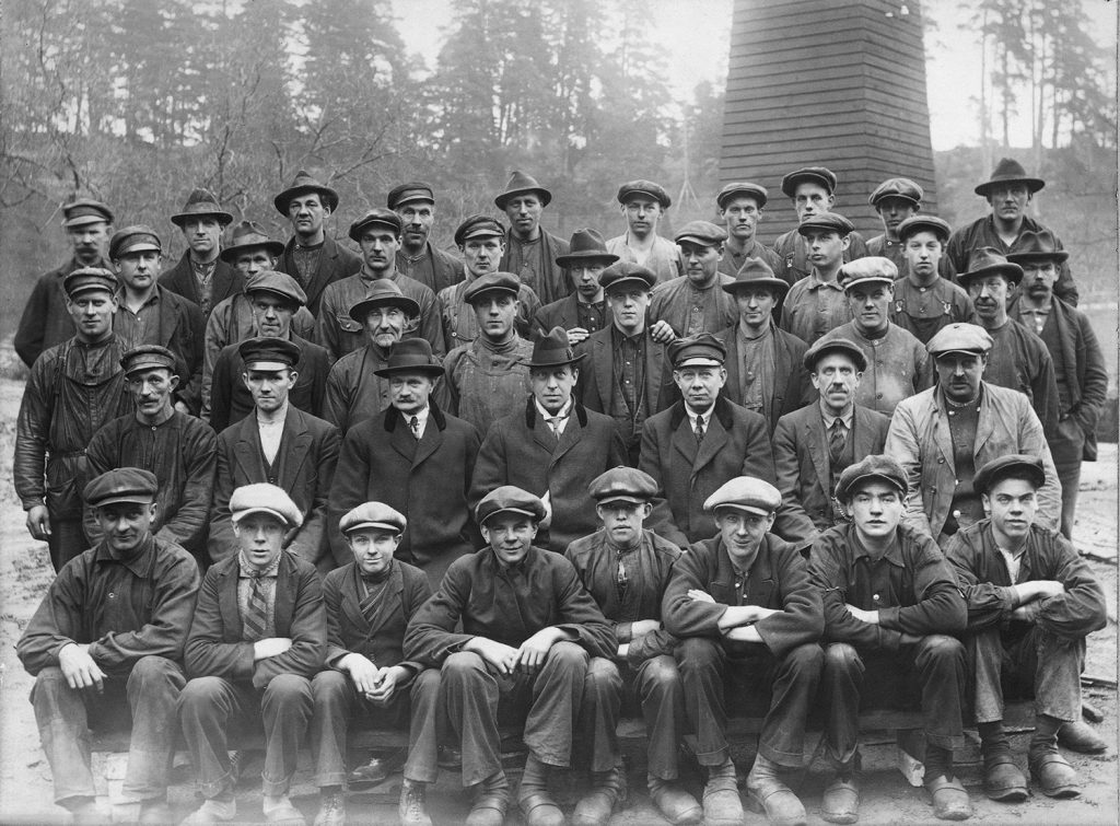 Group picture of the workers